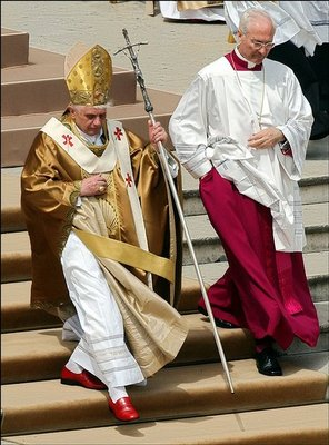 na_bw_full_POPES_NEW_CLOTHES_1_t440
